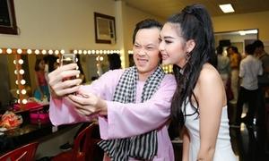 Em họ Trương Ngọc Ánh nhắng nhít pose hình với Hoài Linh