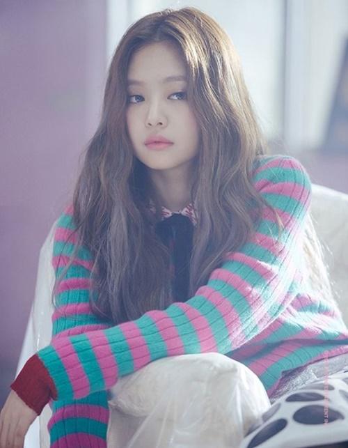 jennie-black-pink-idol-moi-lan-doi-kieu-toc-deu-gay-sot