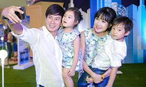Gia đình Lý Hải - Minh Hà diện đồ tông xuyệt tông nhắng nhít