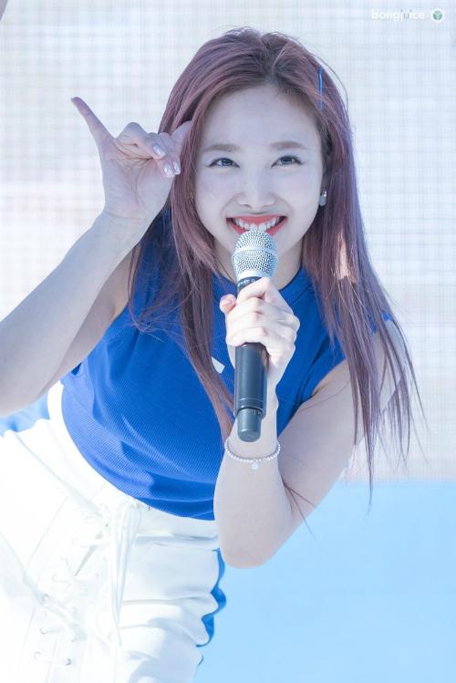 na-yeon-twice-xung-dang-la-idol-quang-cao-gioi-nhat-trong-thang-3