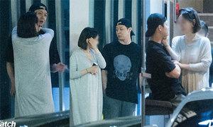Loạt ảnh yêu đương giữa phố của Park Yoo Chun và vợ sắp cưới