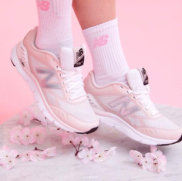 10-doi-sneaker-mau-huong-vua-ca-tinh-vua-xinh-yeu-nhu-keo-5