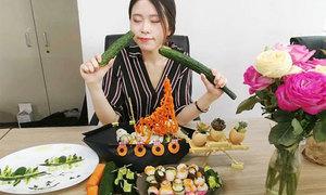 Bữa tiệc sushi thịnh soạn của 'thánh ăn công sở'