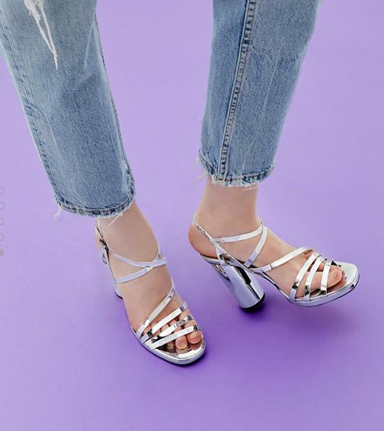3-kieu-sandals-sanh-dieu-di-len-chan-trang-han-ra