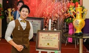 Thầy giáo điển trai kiêm ảo thuật gia lập kỷ lục sau 4 năm nổi tiếng