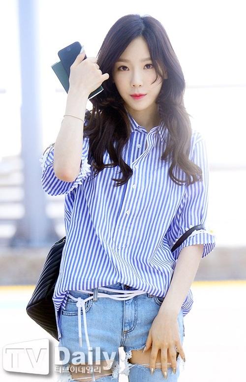 tae-yeon-dien-quan-rach-o-dui-ca-tinh-bts-khoe-style-chat-o-san-bay-2