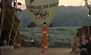 Dior chơi trội mang dàn chân dài lên núi 'bung lụa'