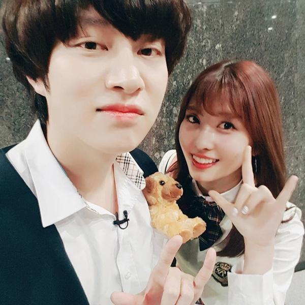sao-han-20-5-momo-than-thiet-voi-hee-chul-seo-hyun-ra-ve-cool-ngau