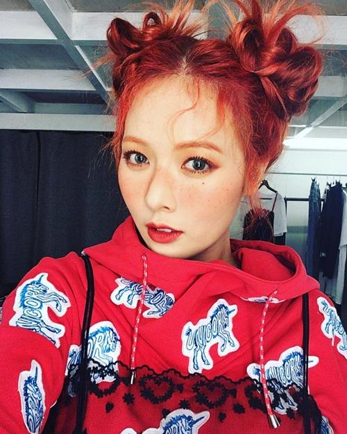 sao-han-22-5-jennie-cuoi-toa-nang-exo-tu-tap-mung-sinh-nhat-su-ho-6