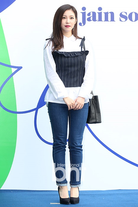 na-eun-nam-tinh-kim-so-hyun-gia-dan-tai-seoul-fashion-week-7