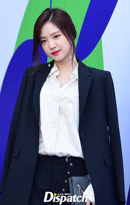 na-eun-nam-tinh-kim-so-hyun-gia-dan-tai-seoul-fashion-week