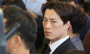 Vệ sĩ điển trai của Tổng thống Hàn từ chức vì quá gây chú ý