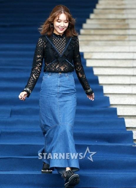 na-eun-nam-tinh-kim-so-hyun-gia-dan-tai-seoul-fashion-week-3