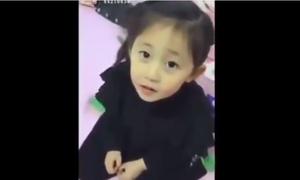 Cô bé Trung Quốc sẽ khiến bạn 'say như điếu đổ' sau khi xem xong 2 clip này