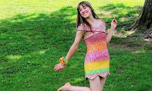 Cô gái tích vỏ kẹo trong 5 năm để kết thành váy cưới
