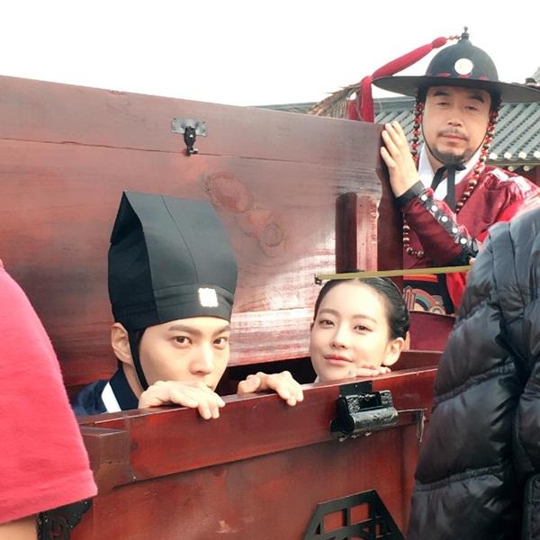 sao-han-23-5-suzy-dep-khong-can-photoshop-krystal-khoe-than-thai-kieu-sa-5