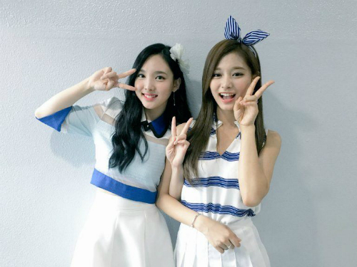 tzuyu-twice-ngan-can-na-yeon-tro-chuyen-voi-nam-idol-1