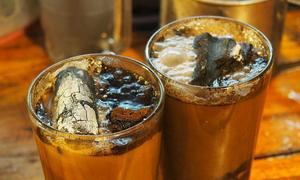 Thưởng thức cà phê sang chảnh với viên than hồng trong cốc