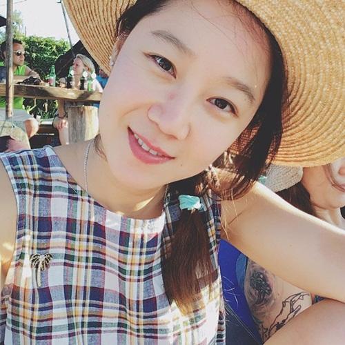 sao-han-24-5-kim-so-hyun-lo-bong-mat-to-song-ji-hyo-lung-tran-goi-cam-2-1
