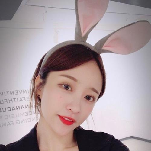 sao-han-24-5-kim-so-hyun-lo-bong-mat-to-song-ji-hyo-lung-tran-goi-cam-2-5