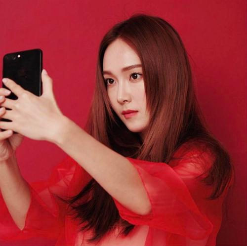 sao-han-24-5-kim-so-hyun-lo-bong-mat-to-song-ji-hyo-lung-tran-goi-cam-4