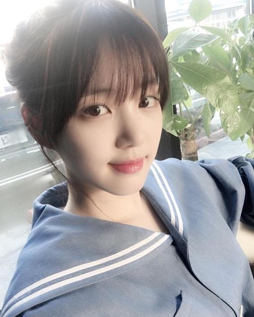 sao-han-24-5-kim-so-hyun-lo-bong-mat-to-song-ji-hyo-lung-tran-goi-cam-2-4