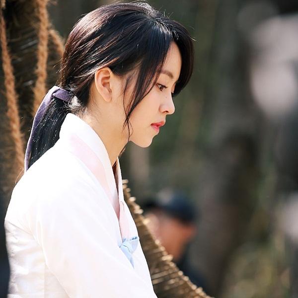 sao-han-25-5-park-shin-hye-khoe-duong-cong-seo-hyun-hoa-nu-sinh-dau-gau-2
