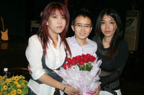 nhung-lan-nhom-nhac-vpop-tai-ngo-khien-fan-mung-quynh-1