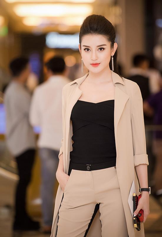 huyen-my-mac-kin-dao-tai-xuat-sau-on-ao-tinh-ai-3