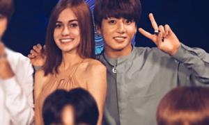 Jung Kook BTS được khen vì 'bàn tay lịch thiệp'