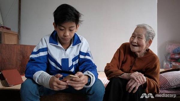 cu-cong-xi-tin-97-tuoi-van-luot-net-dang-facebook-sanh-soi