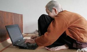 'Cụ còng xì tin' 97 tuổi vẫn lướt net, đăng Facebook sành sỏi
