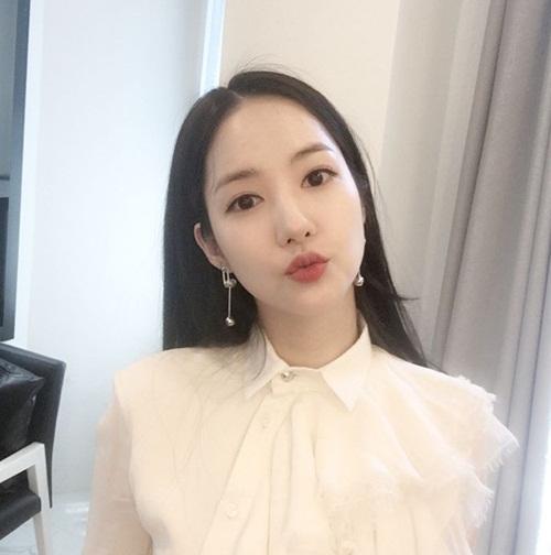 sao-han-30-5-yura-khoe-body-chun-soo-young-mac-ao-xuyen-thau-goi-cam-4