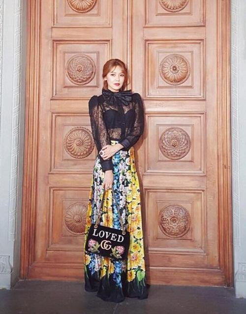 sao-han-30-5-yura-khoe-body-chun-soo-young-mac-ao-xuyen-thau-goi-cam-1