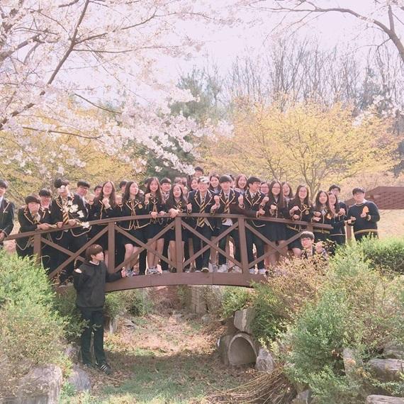 6-truong-trung-hoc-co-dong-phuc-nu-sinh-nhin-la-me-o-han-quoc-4