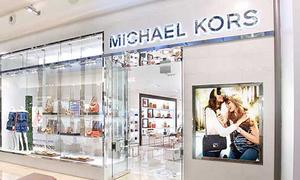 Thương hiệu đình đám Michael Kors đóng hơn 100 cửa hàng vì thua lỗ