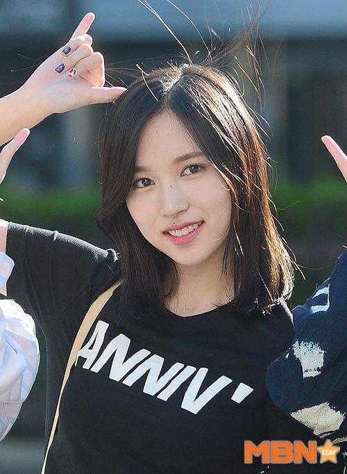 na-yeon-mina-twice-bi-gio-dim-hang-khi-tao-dang-cute-2