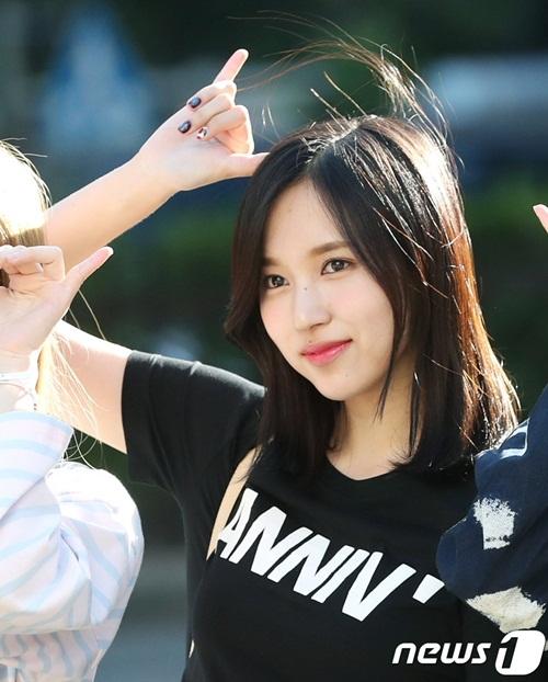 na-yeon-mina-twice-bi-gio-dim-hang-khi-tao-dang-cute-3