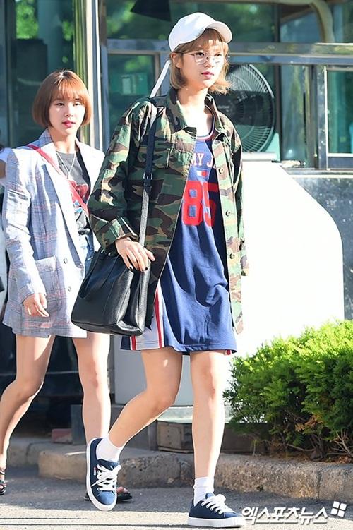 na-yeon-mina-twice-bi-gio-dim-hang-khi-tao-dang-cute-7