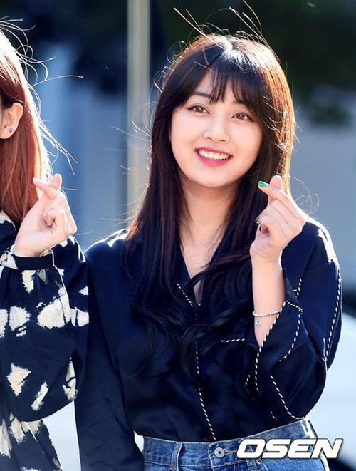na-yeon-mina-twice-bi-gio-dim-hang-khi-tao-dang-cute-9
