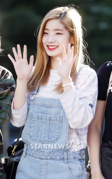na-yeon-mina-twice-bi-gio-dim-hang-khi-tao-dang-cute-6