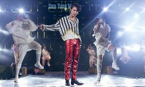 Sơn Tùng 'đốt cháy' sân khấu Bangkok mặc mưa lớn