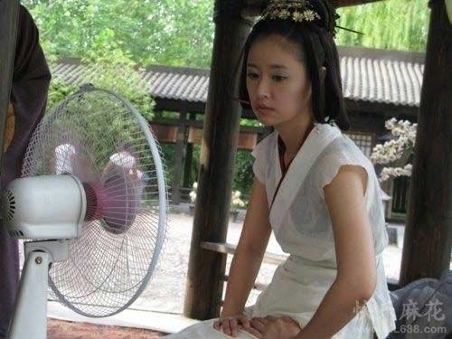 sao phim co trang khon kho vi nong the nay ma van phai mac hinh anh 8
