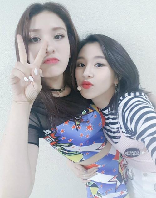 5-idol-nu-kpop-bi-ga-tinh-phai-an-len-trong-nha-tam-thoi-thuc-tap-sinh-3
