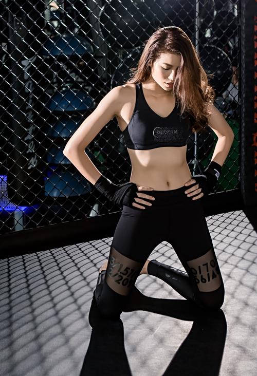 pham-huong-khoe-than-hinh-boc-lua-trong-phong-gym-5