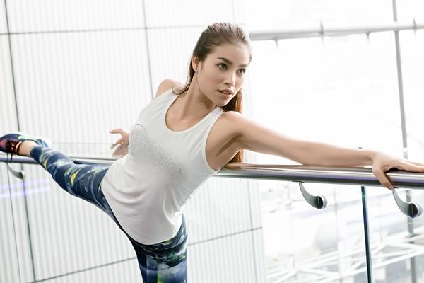 pham-huong-khoe-than-hinh-boc-lua-trong-phong-gym-2