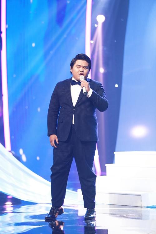 chang-trai-dong-tinh-khoe-giong-khien-giam-khao-muon-nhan-lam-fan-1