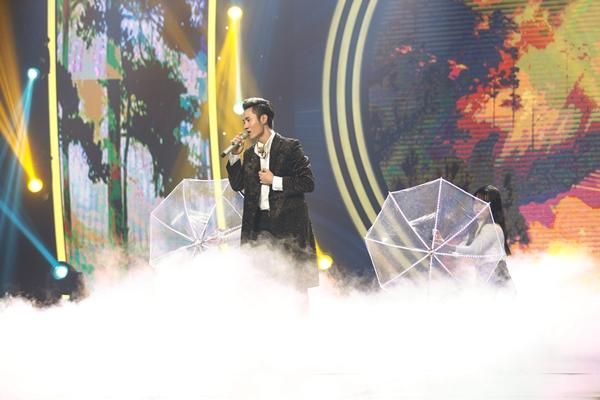 chang-trai-dong-tinh-khoe-giong-khien-giam-khao-muon-nhan-lam-fan-9