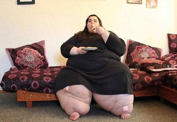 hinh-anh-hien-tai-gay-kinh-ngac-cua-co-gai-tung-nang-300kg