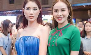 Sella Trương diện cây đồ 200 triệu đọ sắc bên Trang Trần